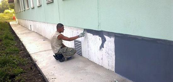 Виды и выбор краски для фасада и цоколей
