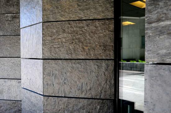 Устройство вентфасадов из натурального камня: как камень продлевает эксплуатацию и служит задачам эстетики