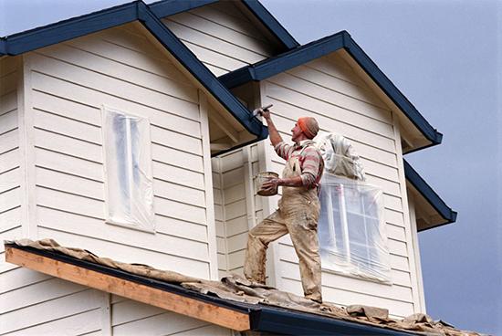 Как и чем покрасить деревянный дом