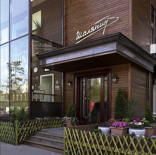 Фасад кафе из дерева – модно, стильно, современно