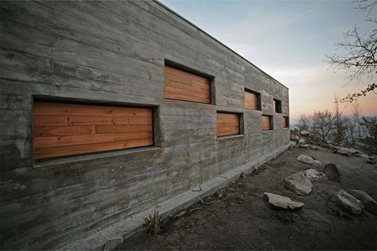 Выбор и нанесение краски для наружных работ по бетону