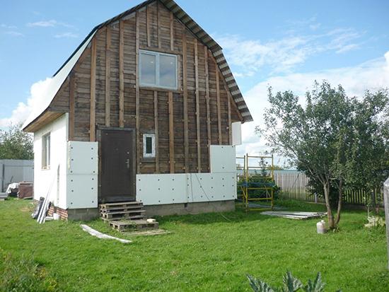 Можно ли утеплить деревянный дом пенопластом?
