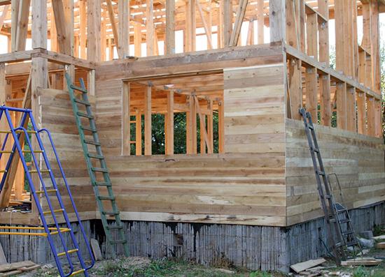 Правила обшивки доской каркасного дома снаружи