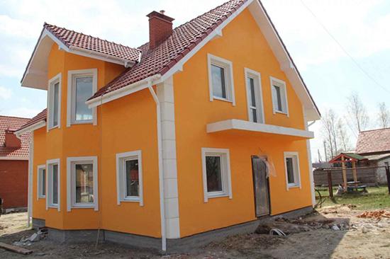 Особенности покраски фасада частного дома