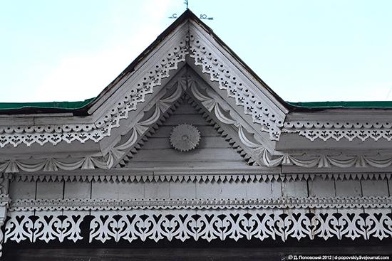Использование резных элементов в оформлении фасада