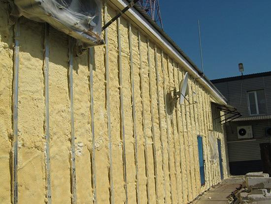 Чем утеплять стены дома под сайдингом