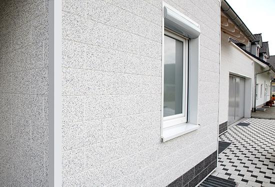 Плюсы и минусы фасадных панелей под штукатурку