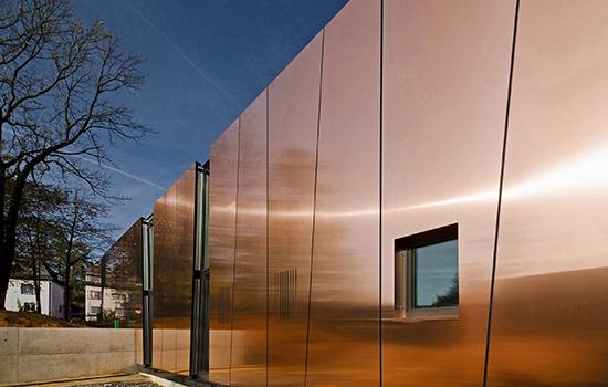 Условия установки, плюсы применения металлических фасадных панелей