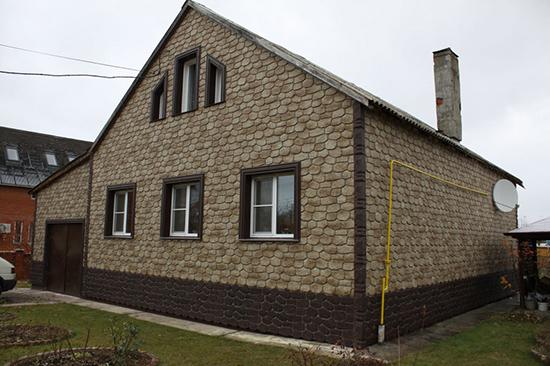 Наружная отделка дома фасадными пластиковыми панелями: когда качество выше цены