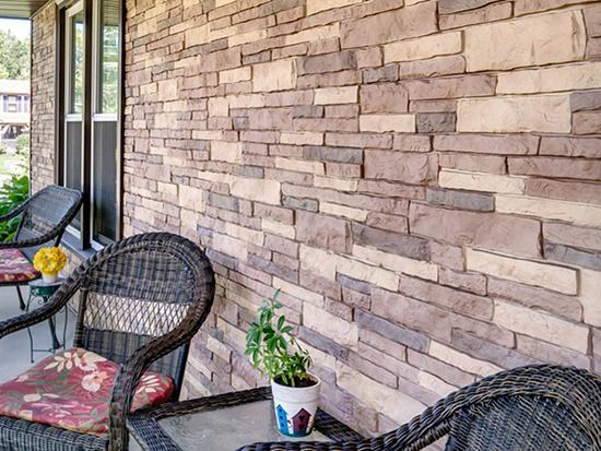 Варианты использования фасадных панелей под камень