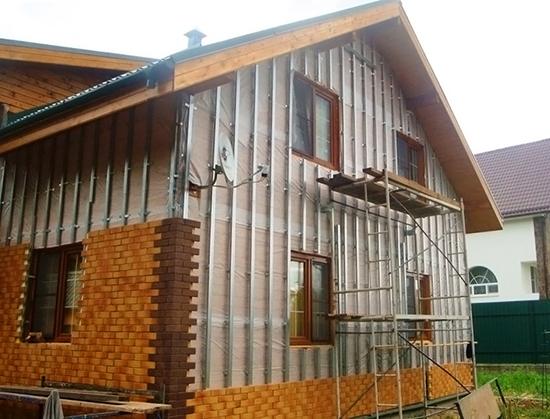 Особенности отделки фасадными панелями каркасного дома