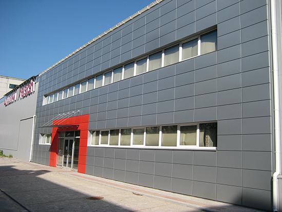 Современный подход к облицовке зданий – алюминиевые вентилируемые фасады: конструкция и монтаж панелей