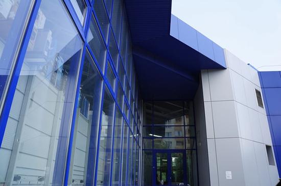 Особенности навесных фасадов Аврора