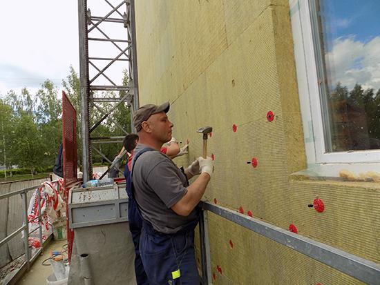 Выбор между мокрым и вентилируемым фасадом для отделки наружных стен