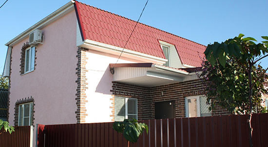 Оформление фасада дома короедом и плиткой: особенности, правила и полезные советы