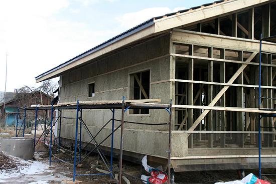 Возможно ли оштукатуривание каркасного дома