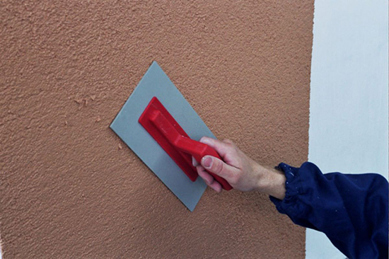 Как наносить декоративную штукатурку на фасад своими руками