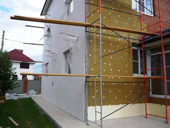 Принципы утепления домов с «мокрым фасадом»