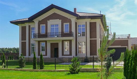 Клинкерная плитка и фасадная штукатурка: как красиво оформить фасад дома этими материалами