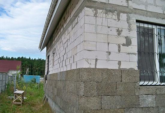 Особенности штукатурки фасада из арболита